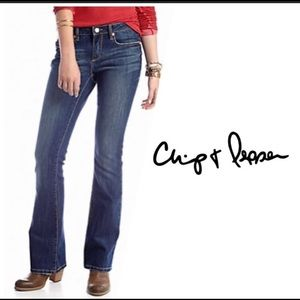 Chip & Pepper flared Mid rise blue jeans size 27
